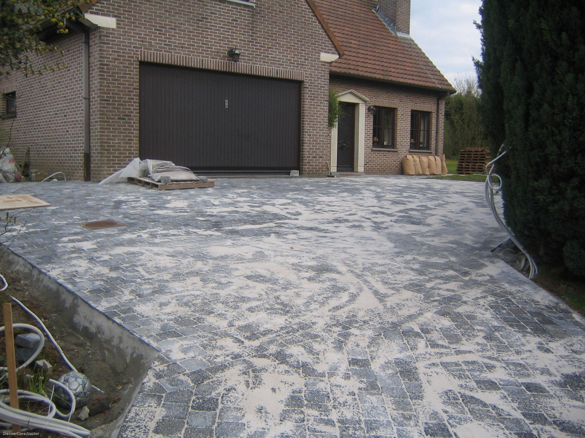 All e de garage discoverconstruction for Revetement pour allee de garage